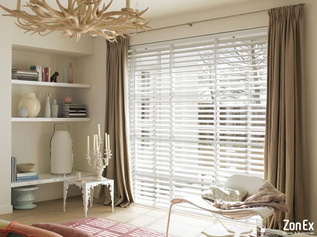 Zonex de specialist in raamdecoratie geheel op maat for Raamdecoratie hout